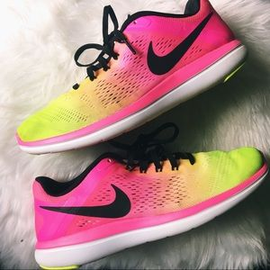 Nike Flex 2016 in Neon Pink and Green